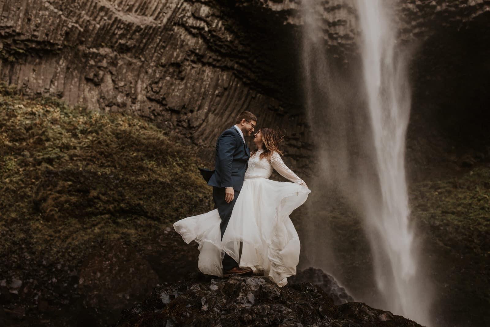 OregonWeddingPhotographer-AbbieChris144-large