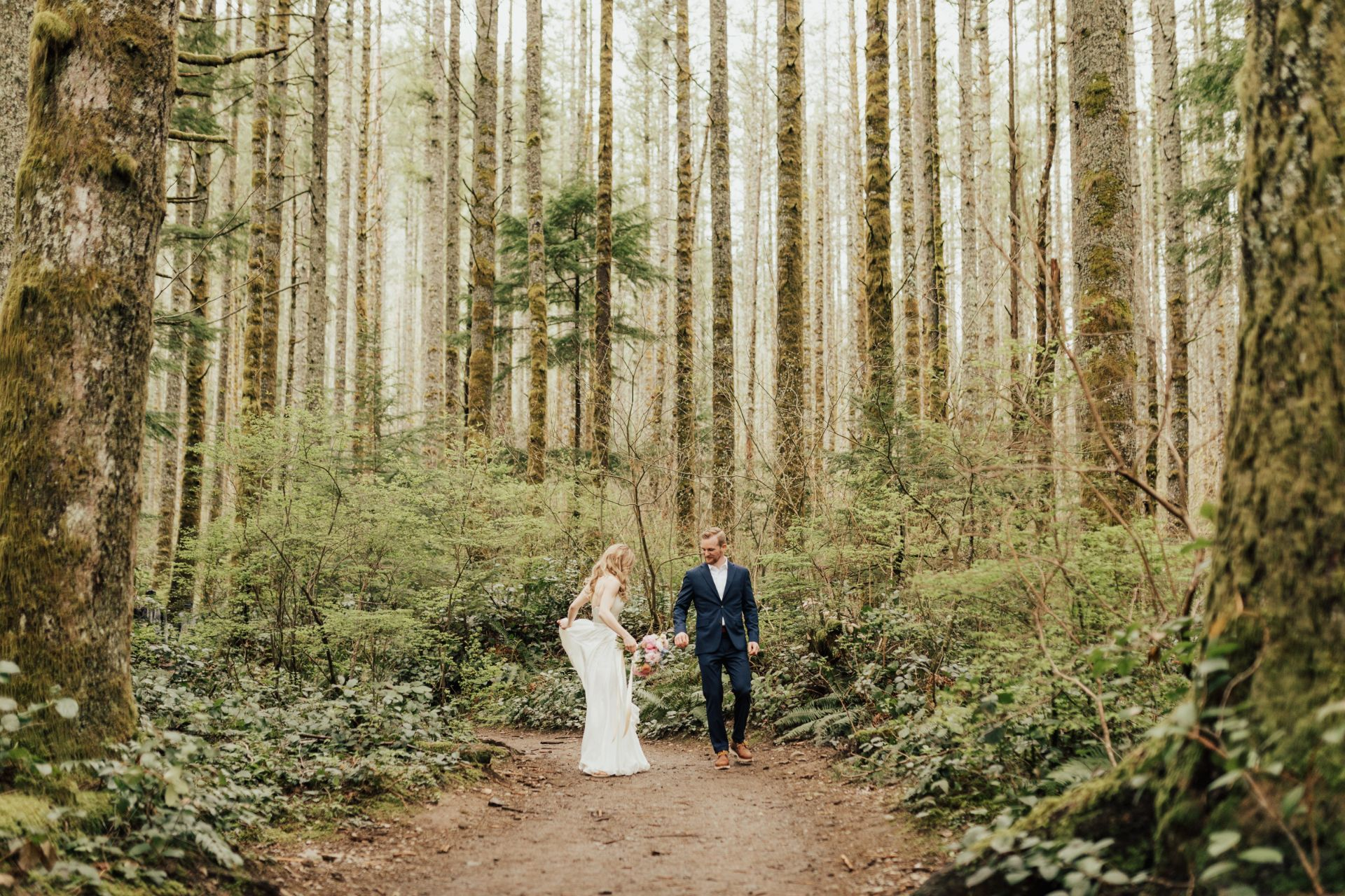 rachelsyrisko_seattleweddingphotographer_engagement_northbendelopement_rattlesnakelake-1-large