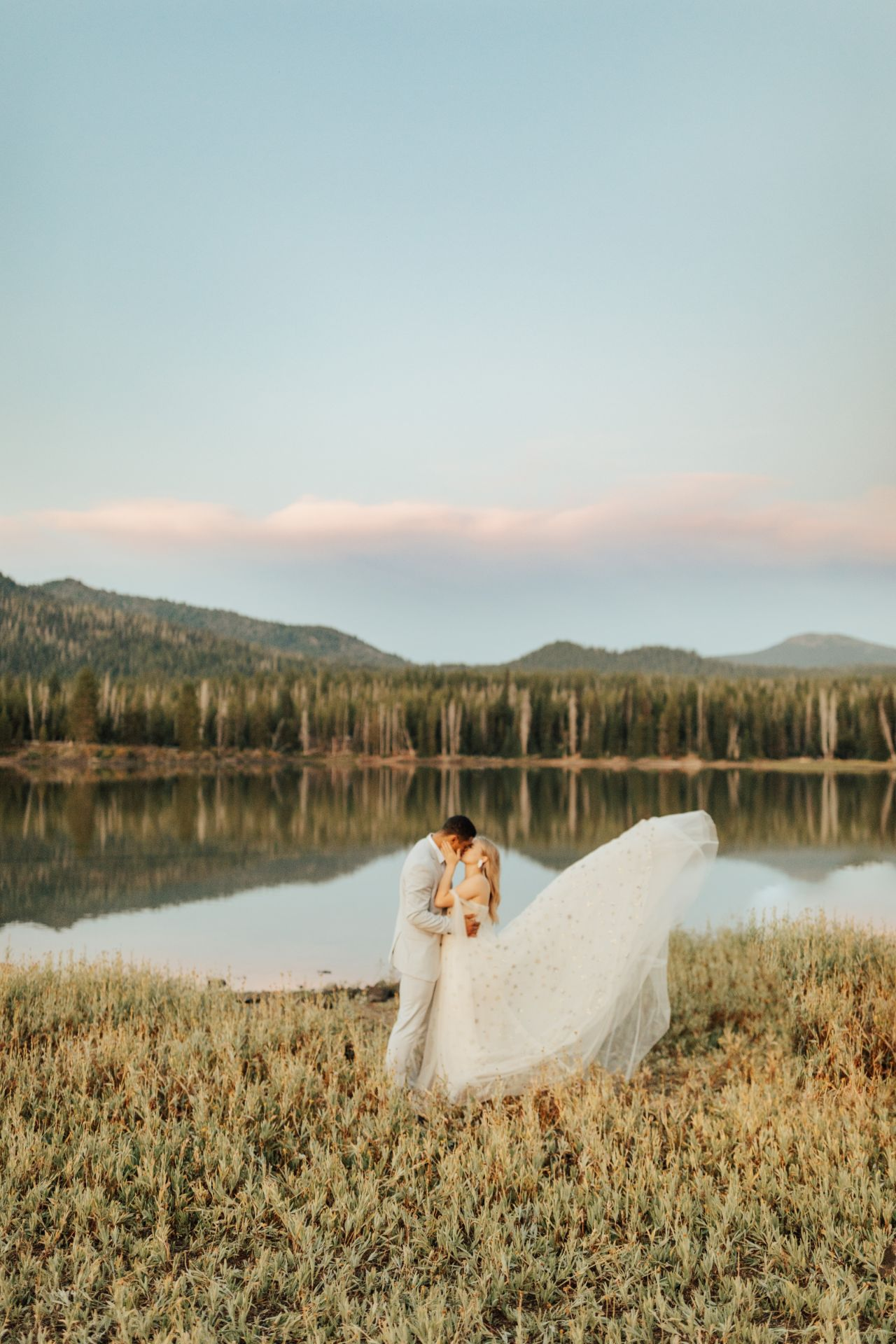 seattleweddingphotographer_elopement_lake_bendoregon_rachelsyrisko_stephmichial-228-large
