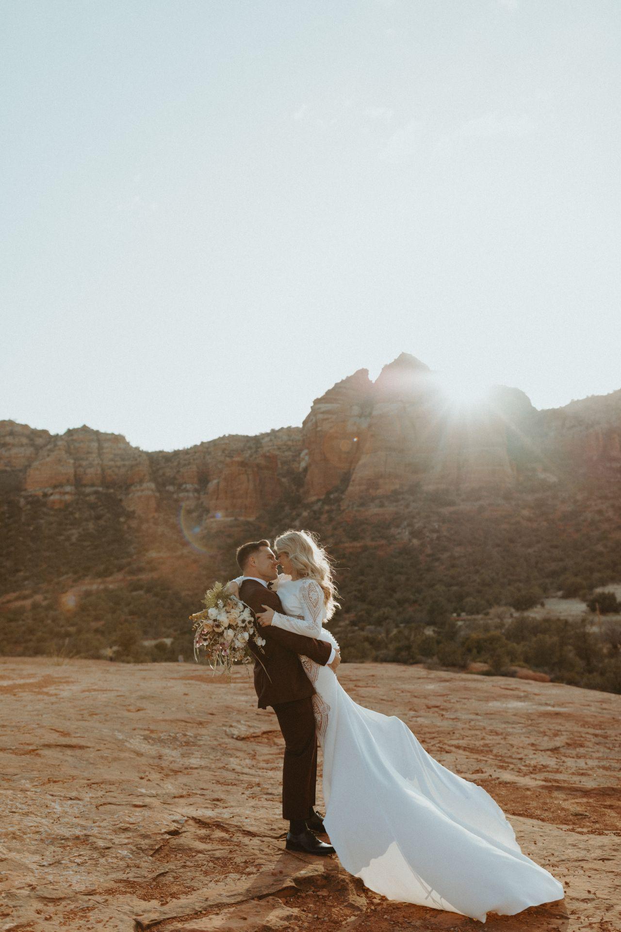 Sedona-Wedding-Photos_-Lake-Tahoe-Elopement-Photographer_-Emma-Wynn-Paul_-0301-large